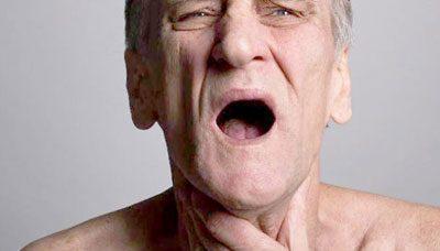 Мужчине тяжело дышать