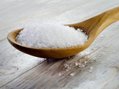 Соль в ложке