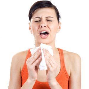 Человек постоянно чихает