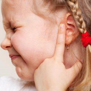 Боль в ушах у ребенка