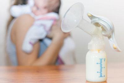 Бутылочка с грудным молоком