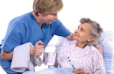 Медсестра и больной человек