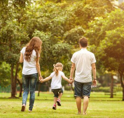 Прогулки в парке с ребенком