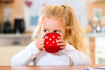 Теплое питье для ребенка
