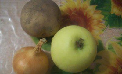 Лук с картофелем и яблоком