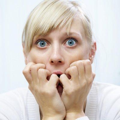 У пациента испуг, выраженное беспокойство, приступ паники