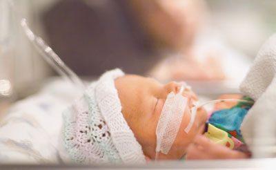 Новорожденный в барокамере