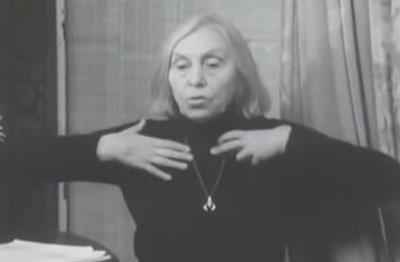 Стрельникова показывает упражнение