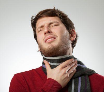 Болит горло у парня