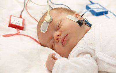Проверка слуха у грудничка