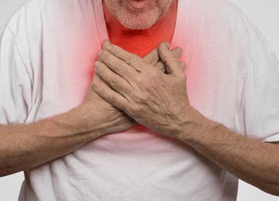 Болевые ощущения в грудной клетке;