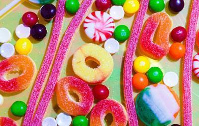 Конфеты с пищевыми красителями
