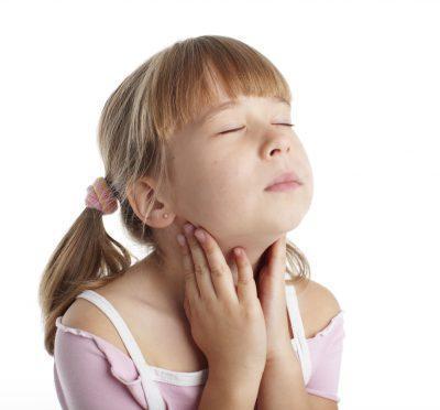 Причины и симптомы осипшего голоса у детей