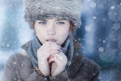 Девушке холодно