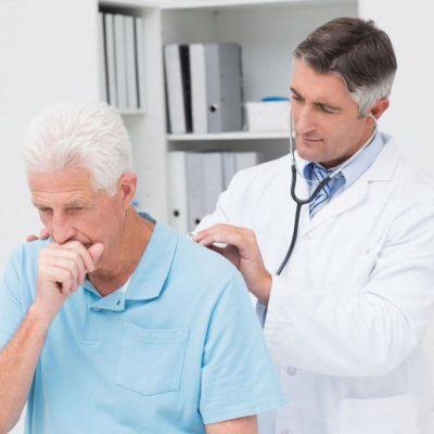 Больной дышит на приеме врача