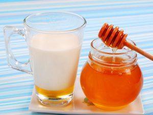 Теплое молоко с мёдом