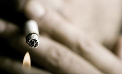 Сигарета и огонь