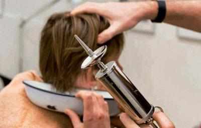 Промывание уха