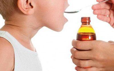 Прием ребенком суспензии