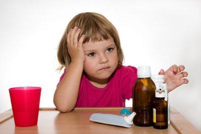 Ребенок с лекарствами