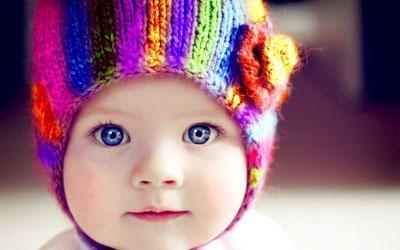 Шапка прикрывает уши ребенка