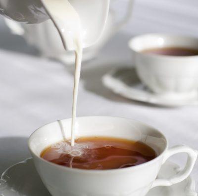 Молоко, мёд и чёрный чай