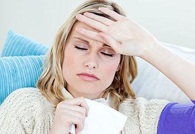 Простудное заболевание у девушки