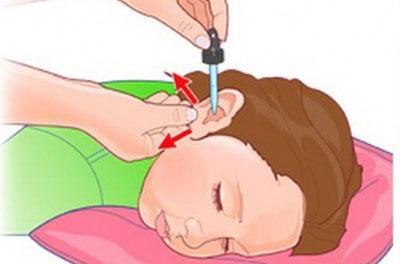 Обработка уха ребенка