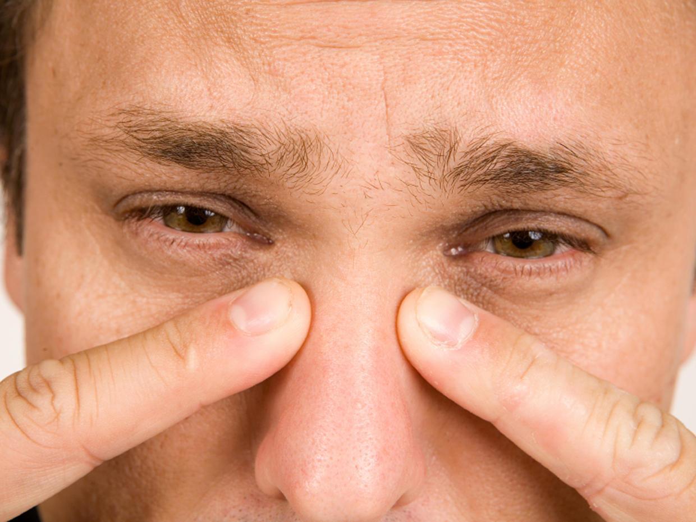 Болят пазухи носа под глазом и голова