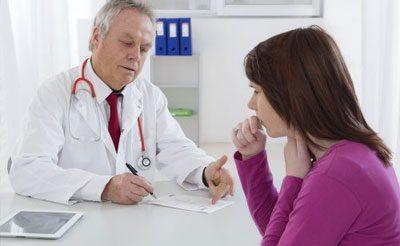 Больная бронхитом у врача