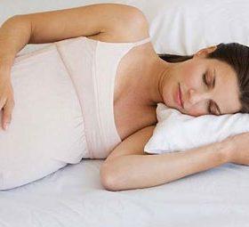Причины храпа во время беременности: что предпринять