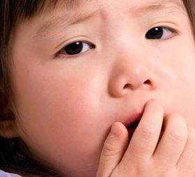 Почему развивается жёсткое дыхание у ребёнка: признаки, лечение