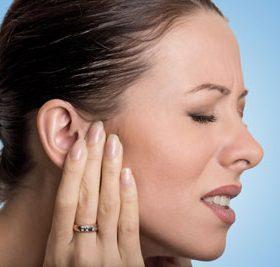 Какими каплями можно лечить заложенность уха