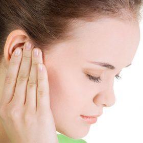 Причины, диагностика и лечение ощущения как будто в ухе вода