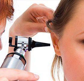 К какому врачу обратиться при боли в ушах