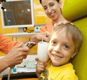 Как удалить серную пробку из уха у ребёнка
