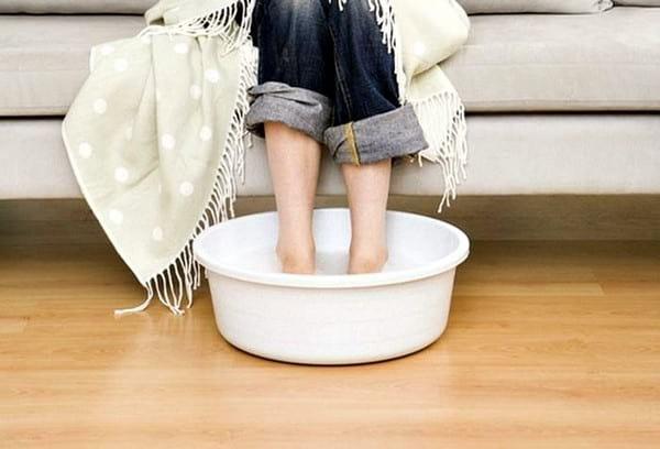Как правильно парить ножки ребенку